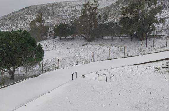 Μήδεια: Επέλαση του χιονιά στην Λήμνο- Εγκλωβίστηκαν οδηγοί